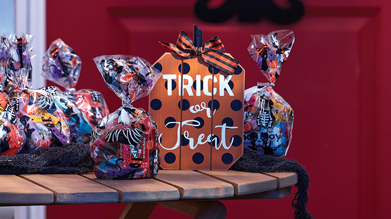 7 Tips for Safe and Contactless Trick-Or-Treating